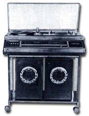 Магнитофон и проигрыватель грампластинок Романтика-115