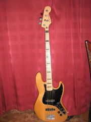Продам бас-гитару Squier Vintage Modified Jazz Bass® '70s