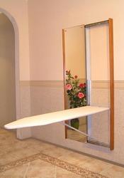 Экономно: встроенная гладильная доска + зеркало