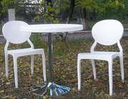 Удобный пластиковый стул в кремовом цвете