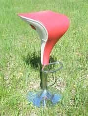 Красивый высокий барный стул в бело-красном кожзаме,  уценен