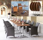 Столы и стулья для летних площадок кафе.