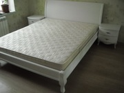 Белая кровать из массива