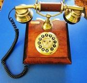 стационарный телефон из натурального дерева в стиле рэтро