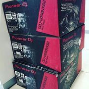 Pioneer CDJ-2000NXS2 нескольких игроков и DJM-900NXS2 4-канальный микш