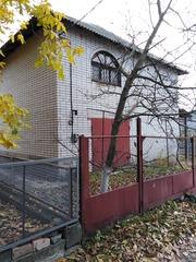 Продам дом 600 м3. Кирпичный находится в живописномтихом месте